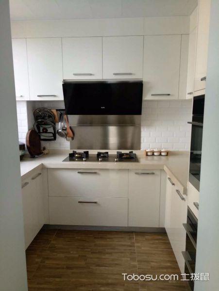 厨房白色橱柜北欧风格装潢设计图片
