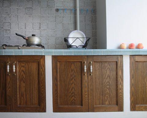 厨房彩色橱柜地中海风格装潢效果图
