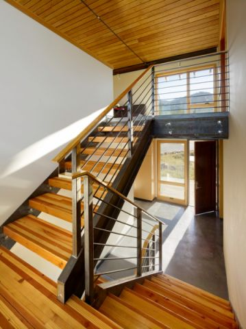 客厅楼梯现代风格装饰设计图片