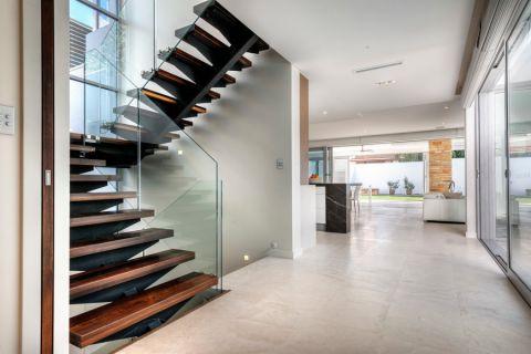 客厅楼梯现代风格装潢效果图