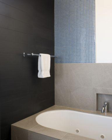 浴室现代风格效果图大全2017图片_土拨鼠温暖优雅浴室现代风格装修设计效果图欣赏
