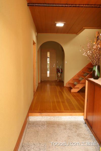 玄关黄色楼梯日式风格装潢效果图