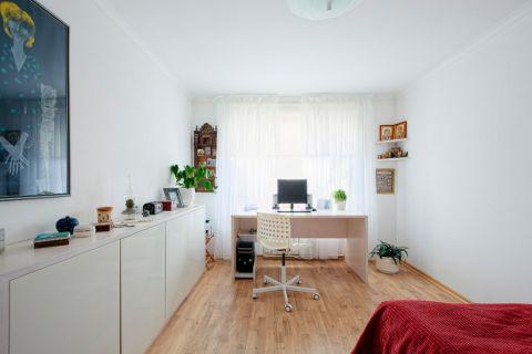 现代卧室乳胶漆北欧案例图