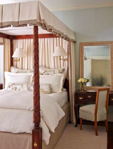 美好卧室乳胶漆床设计