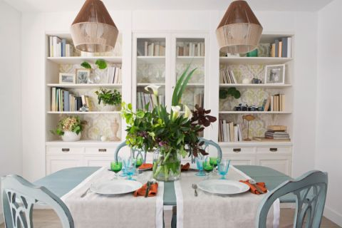 餐厅米色餐桌装饰实景图片
