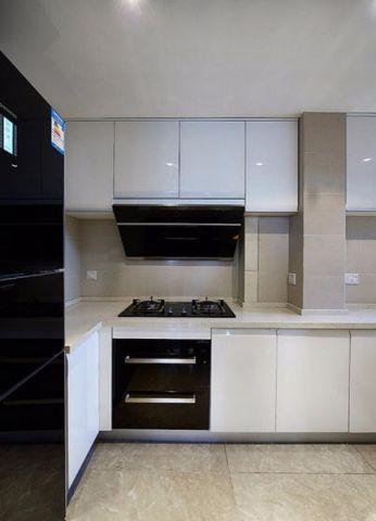 厨房白色橱柜现代简约风格装饰效果图