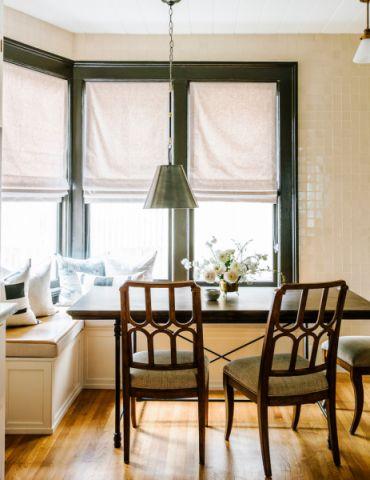 朴素温馨简欧白色小餐桌装饰设计
