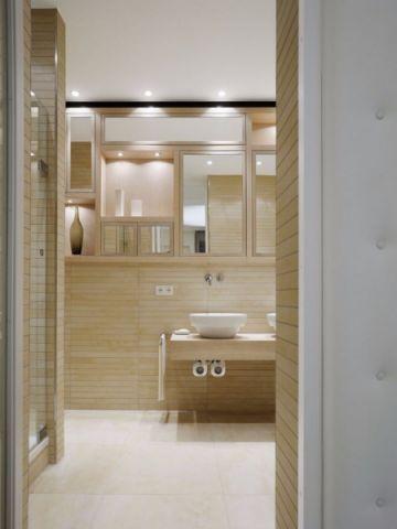 卫生间黄色背景墙现代简约风格装修图片