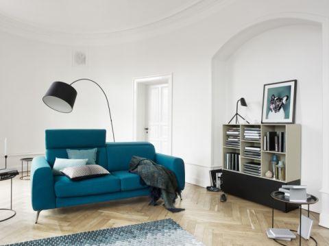 客厅蓝色沙发北欧风格装饰图片