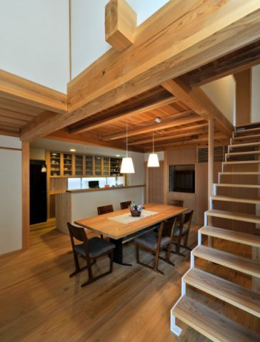 清新素丽客厅楼梯装饰实景图片