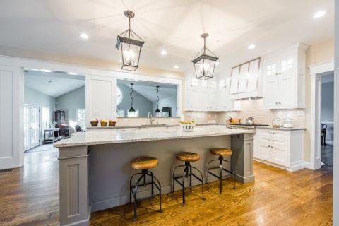 厨房米色灯具美式风格装修设计图片