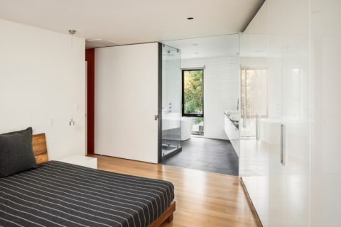 卧室白色背景墙北欧风格装潢效果图