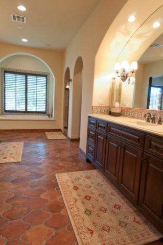 浴室橙色浴缸地中海风格装修设计图片