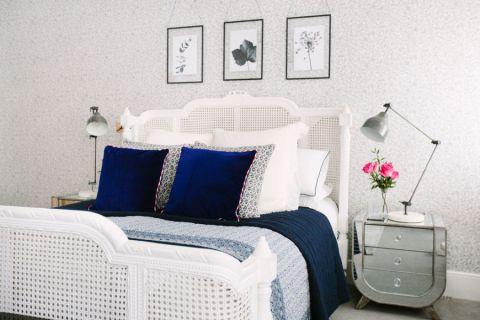 卧室照片墙简欧风格装饰设计图片