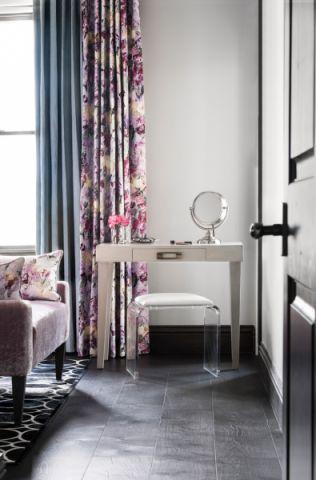 现代卧室梳妆台凳子平面图
