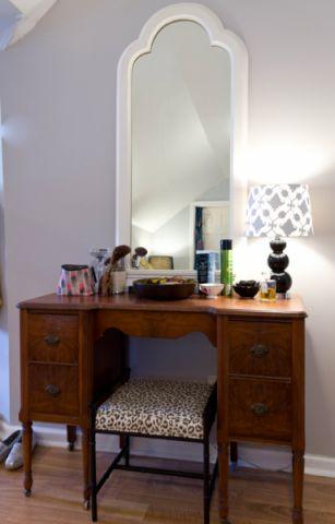 卧室梳妆台凳子混搭装修设计