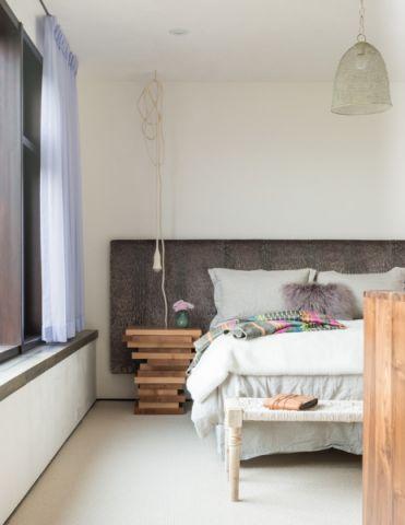 现代卧室飘窗装修案例图片