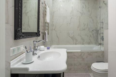 卫生间白色美式风格装潢效果图