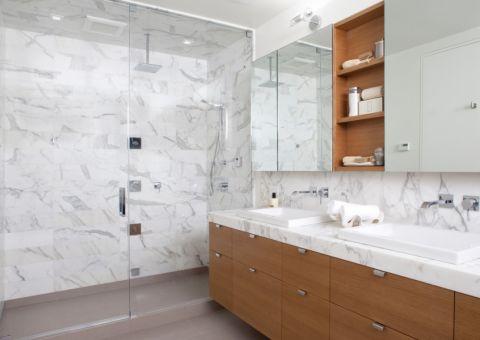 浴室白色现代风格装潢设计图片
