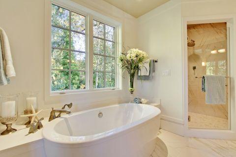浴室浴缸简欧风格装饰设计图片