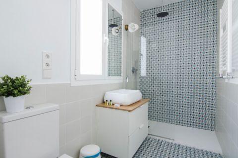 独具一格浴室现代装修实景图