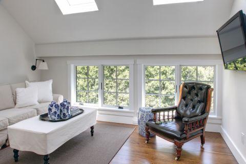 美式客厅阁楼装修案例效果图
