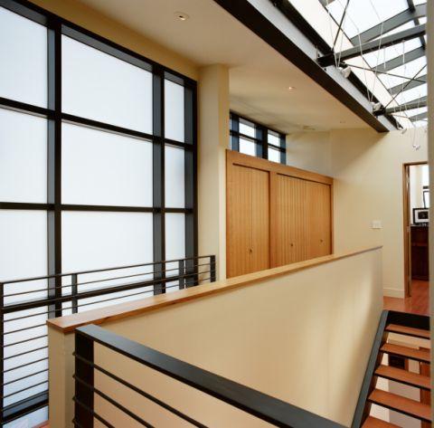 走廊现代风格装修图片