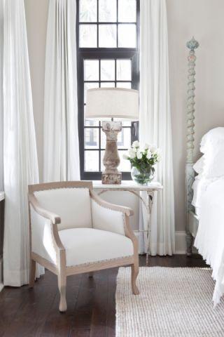 卧室白色窗帘美式风格装饰效果图