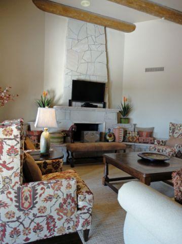 客厅白色背景墙地中海风格装修设计图片