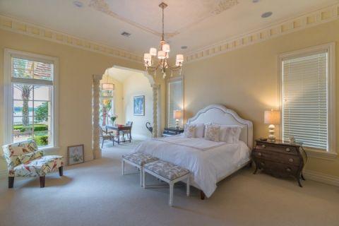 卧室白色吊顶地中海风格装修效果图