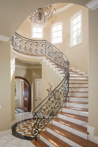 玄关黄色楼梯地中海风格装饰效果图