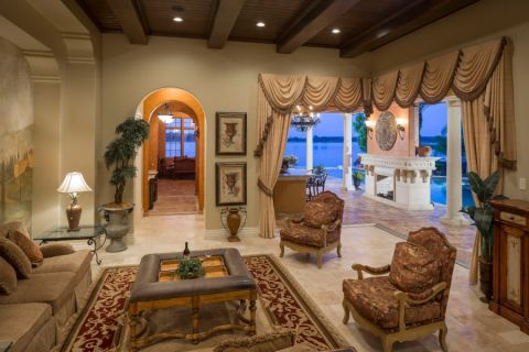 客厅咖啡色窗帘地中海风格装修图片