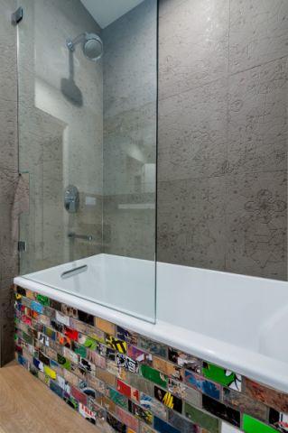 浴室彩色浴缸现代风格装修效果图