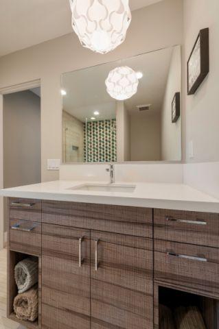 浴室咖啡色洗漱台现代风格装饰图片