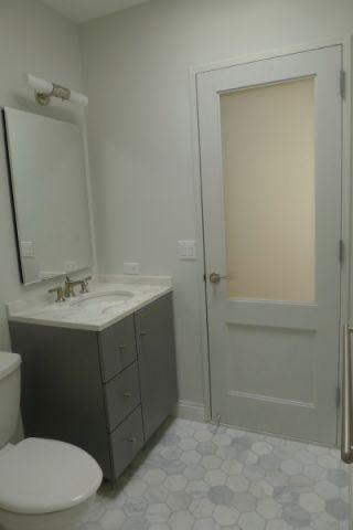 浴室灰色地板砖现代风格装修设计图片