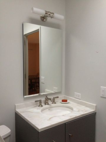 浴室灰色洗漱台现代风格装修效果图