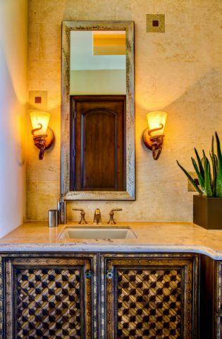 浴室洗漱台地中海风格装修效果图