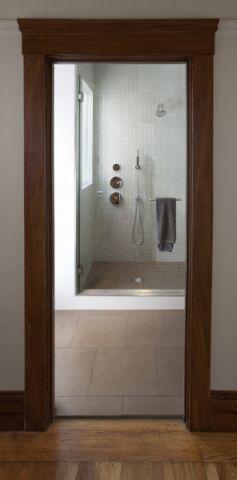 浴室走廊现代风格装修效果图