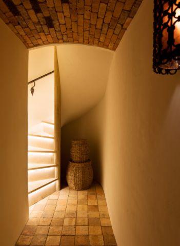 地下室楼梯地中海风格装潢效果图