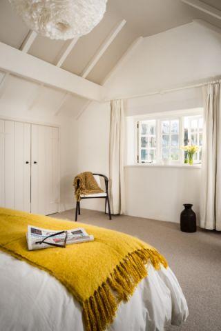 卧室地板砖北欧风格装潢设计图片