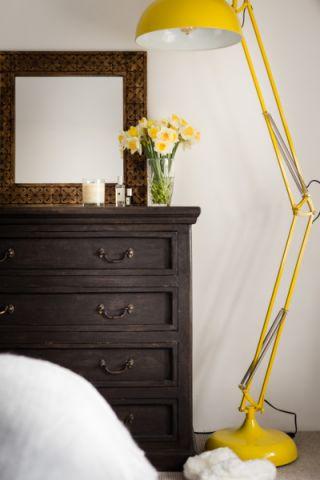 卧室床头柜北欧风格装修图片
