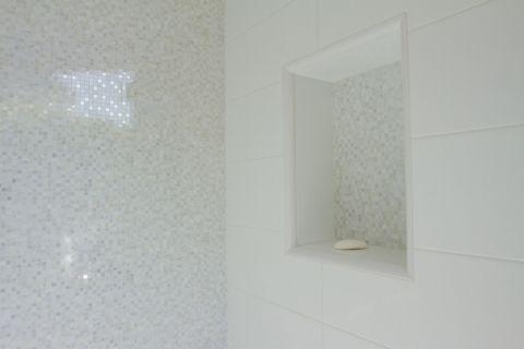 浴室现代风格装潢效果图