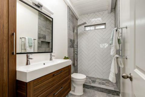 浴室现代风格效果图大全2017图片_土拨鼠清爽风雅浴室现代风格装修设计效果图欣赏