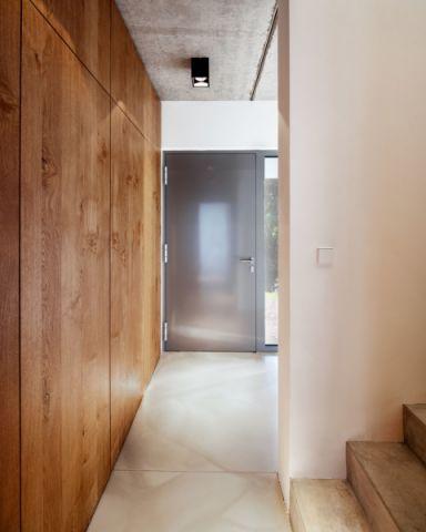 玄关楼梯现代风格装修图片