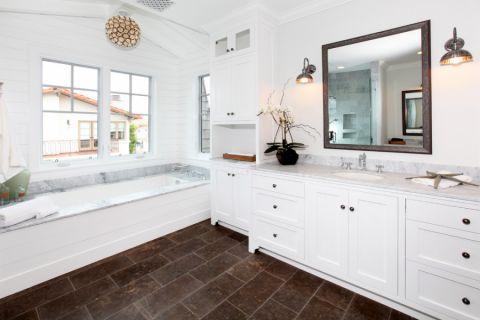 浴室美式风格装饰设计图片