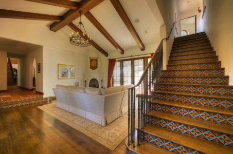 客厅楼梯地中海风格装潢图片