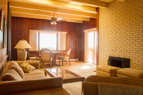 客厅背景墙地中海风格装潢设计图片
