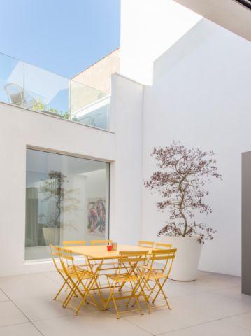 阳台餐桌现代风格装修设计图片