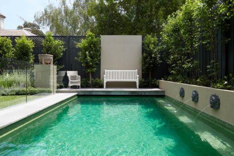 花园泳池美式风格装饰图片