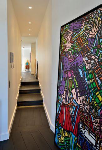 卫生间走廊现代风格装修图片